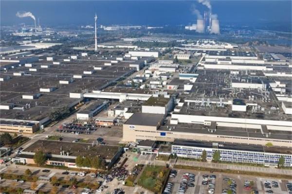 Ford Genk airal photo of the plant closed in 1014 - Luchfoto van de Ford fabriek te Genk, gesloten in 2014