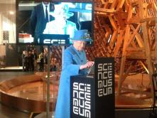 Queen Elizabeth II 1° Tweet