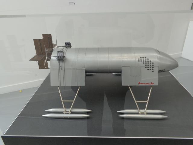 Panamarenko's Mothership Ferro Lusto, Bing Engines and Toymodel theories of Space - Antwerps kuntenaar Panamarenko's Moederschip Ferro Lusto, Bingmotoren en Toymodel of Space theorieën
